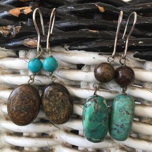 Bundle of 2 pairs of stone drop earrings.
